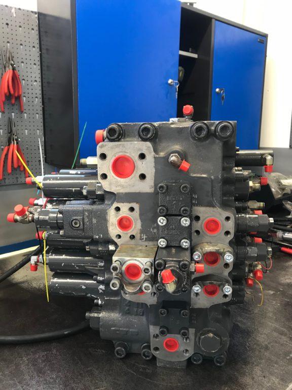 rozdzielacz główny do koparki HITACHI ZX350