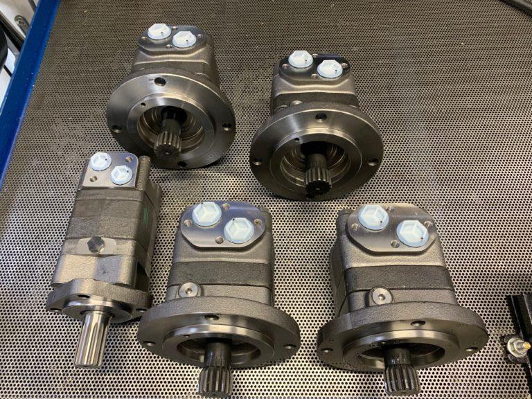 zestaw silników hydraulicznych DANFOSS OMS315 oraz OMTS250